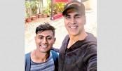 Akshay's fan walked 900km  in 18 days to meet him