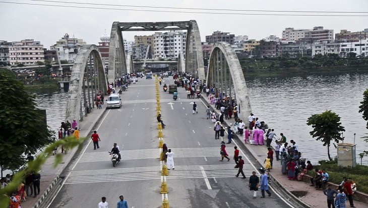 Over 100 detained at drive against adolescent gangs in Hatirjheel