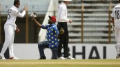 Shakib's fan runs onto the field to give him flower