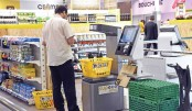 A client pays at the automatic cashier after shopping