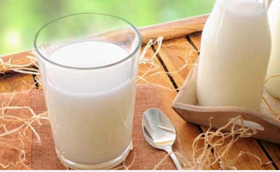 Have milk for breakfast to stabilise blood sugar levels naturally