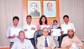 5 DU students get scholarship
