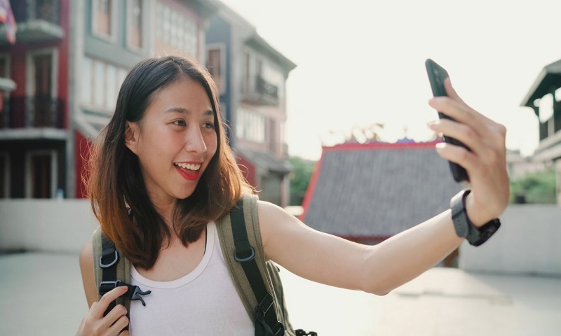 Instagram users tend to snap selfies that centre on left eye