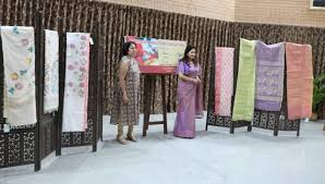Jamdani fair turns heads in Delhi