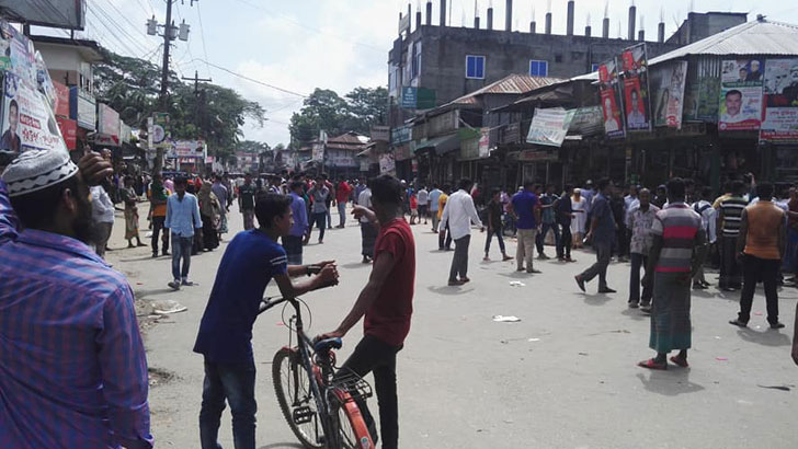 Death of schoolboy in road crash sparks protest in Bhola