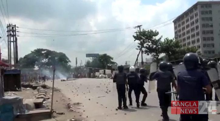 30 hurt as cops, RMG workers clash in Narayanganj