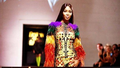 Model Naomi Campbell takes spotlight at London Fashion Week