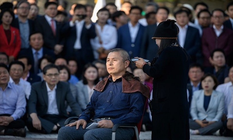 Why are South Korean politicians shaving their heads?