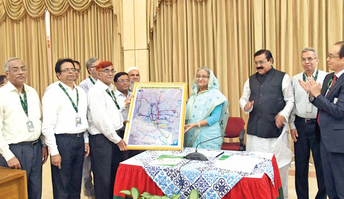 PM receives route map of the metro rail