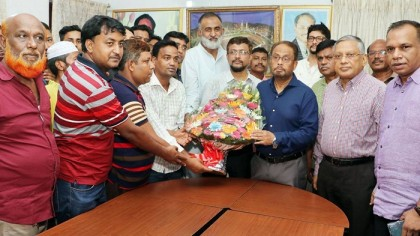 Over hundred BNP men of Dhaka city join JP