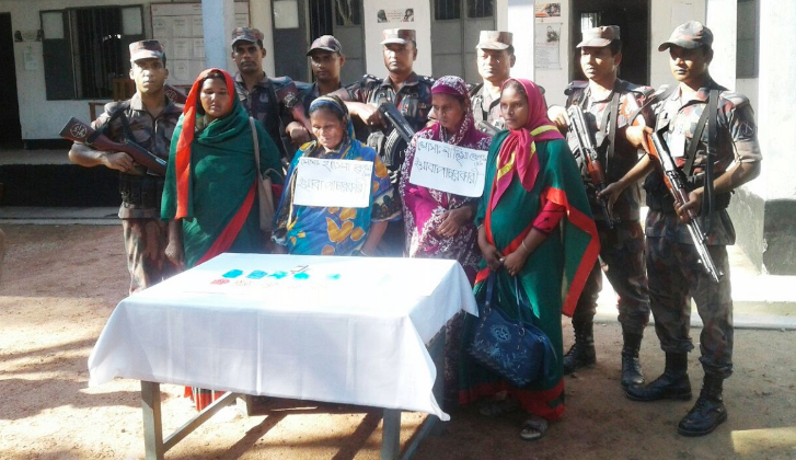 2 female drug dealers held with 943 Yaba tablets in Kurigram