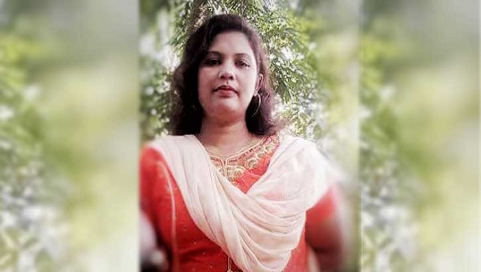 Awami League leader's wife seldom takes class but draws salary regularly