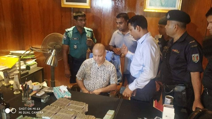 RAB raids Jubo League leader Shamim's office at Niketan