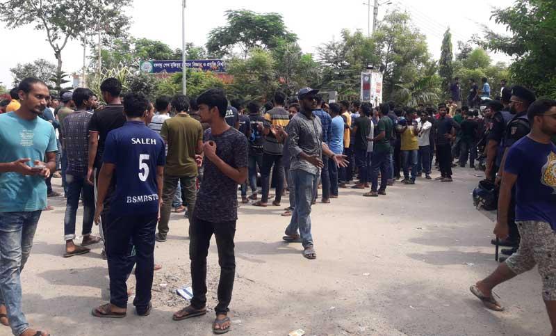 Bangabandhu technology university students defy order to vacate halls, continue protests