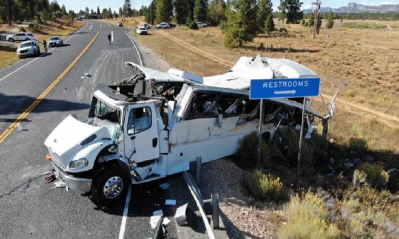 US tourist bus crash kills at least four, injures more