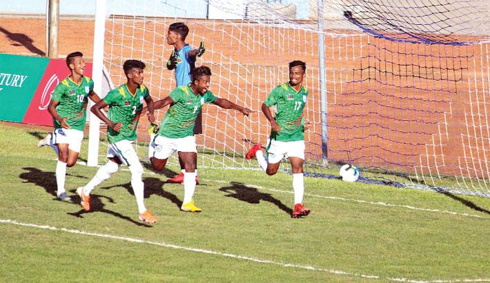 Bangladesh make flying start