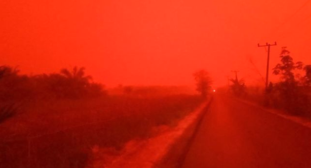 Indonesia haze causes sky to turn blood red