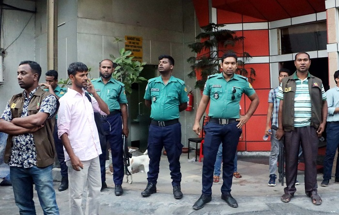 Law enforcers cordon off three bars in city