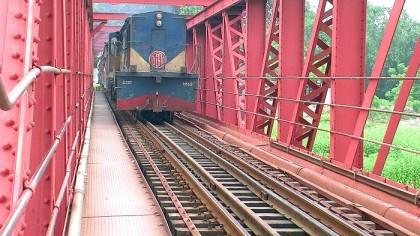 Overaged Teesta Rail Bridge turned dangerous