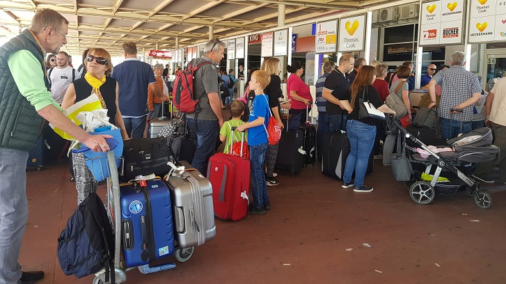Hundreds of thousands stranded as travel agency collapses