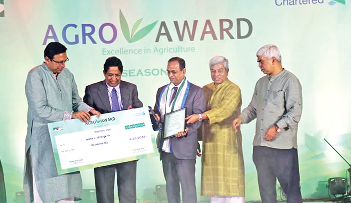 CVASU VC receives 'Best Agriculture Medal'