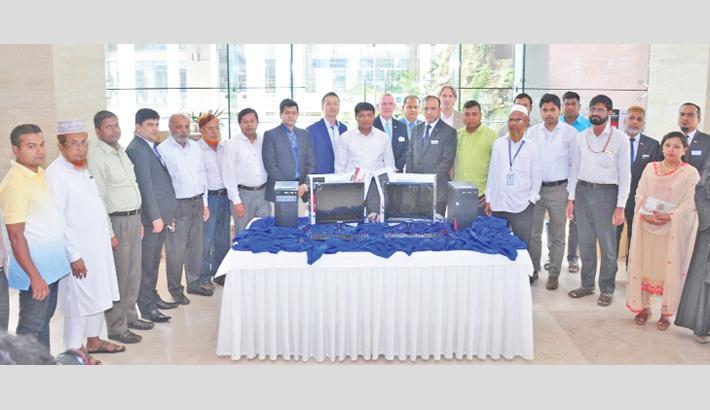 Radisson Blu distributes free computer