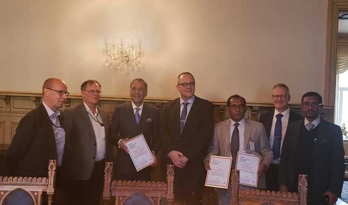 Summit receives award from the Mayor of Vaasa, Finland