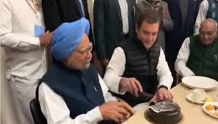 Truth behind viral tweets why Rahul Gandhi did not cut Manmohan's birthday cake
