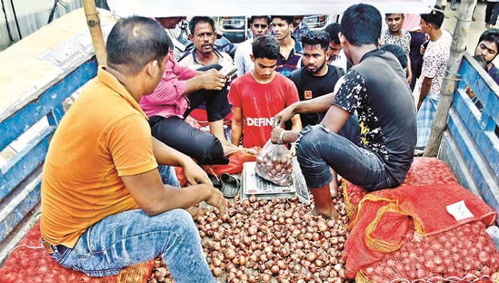 TCB selling onion at Tk 45 per kg in capital's 35 points