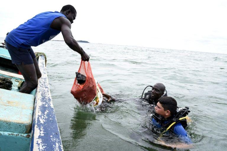 Divers fight Senegal's plastic tide