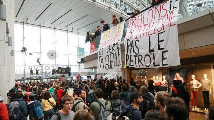 Paris climate activists kick off global Extinction Rebellion protests