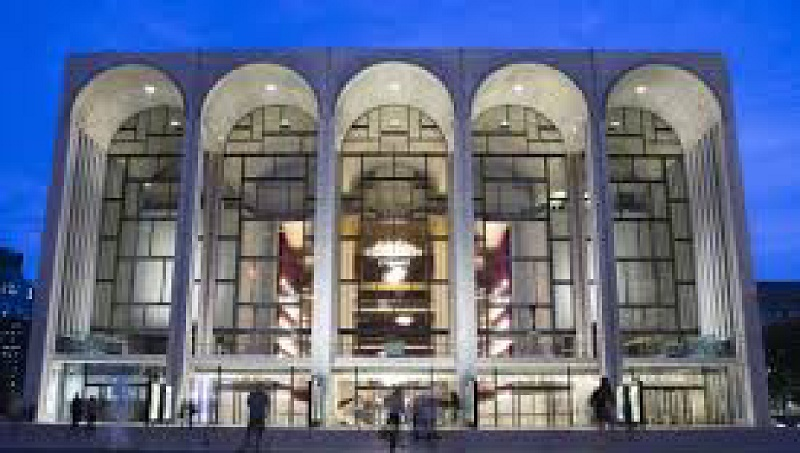 Met Opera starts regular Sunday matinees, breaking tradition