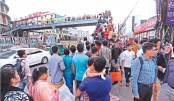 Accident risks as too many commuters on 'Abrar Footbridge'