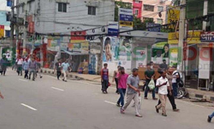 Garment workers block road at Malibagh