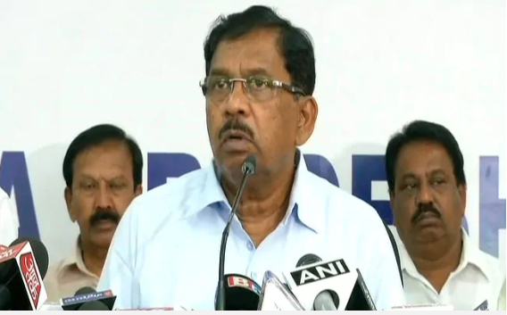 4.25 Crores cash found in raids on Karnataka Congress Leader