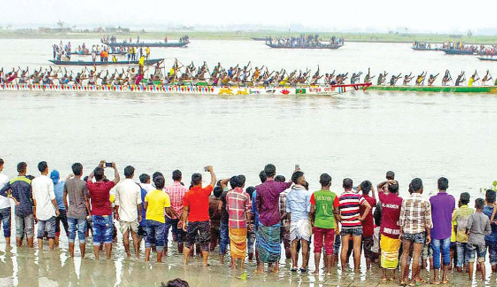 A traditional boat race