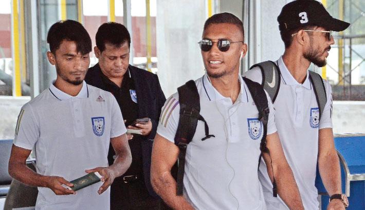 Jamal and co reach India