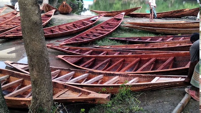 Boat craftsmen in Narail struggle for survival
