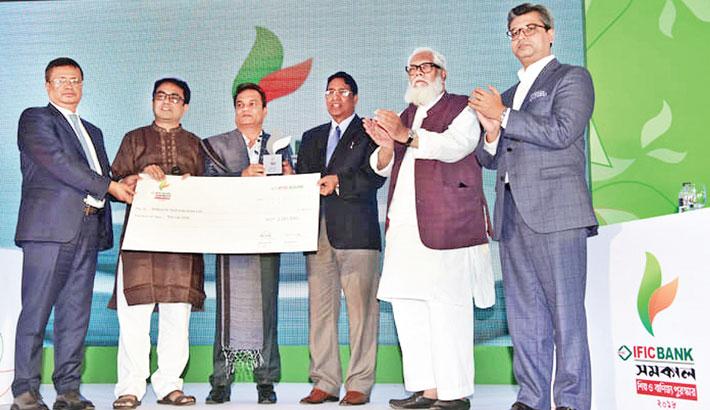 Walton gets IFIC Bank-Samakal Award