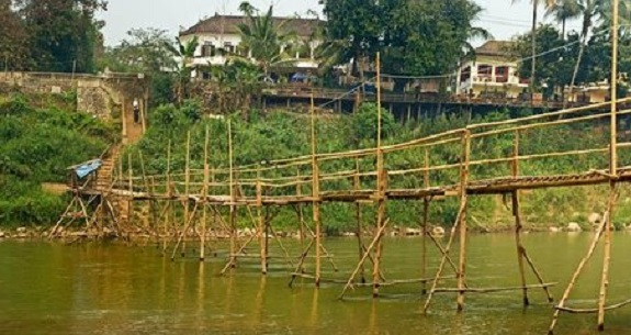 Woman dies falling off bamboo bridge in Tangail