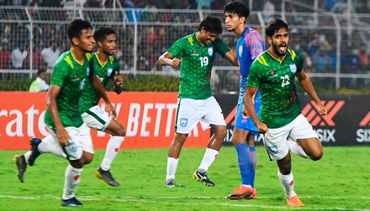 Mashrafe, Mushfiq praise indomitable spirit of national footballers