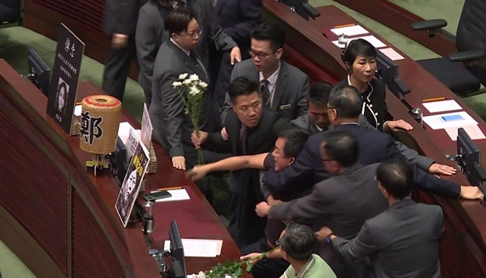 Security ejects opposition in new Hong Kong chaos