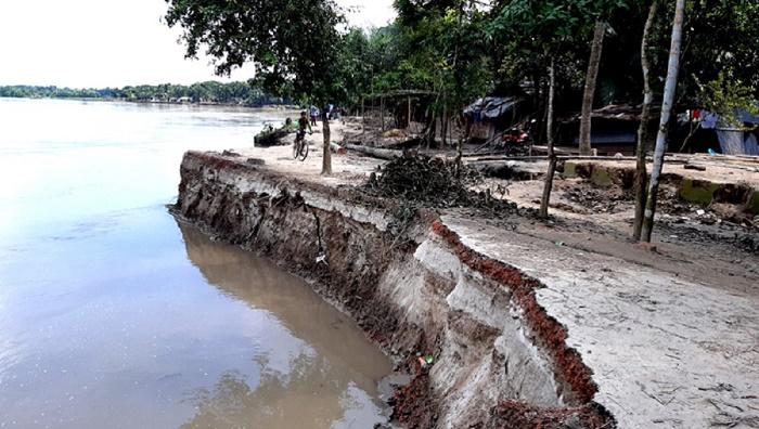 Modhumoti turns furious in Faridpur; devours schools, mosques