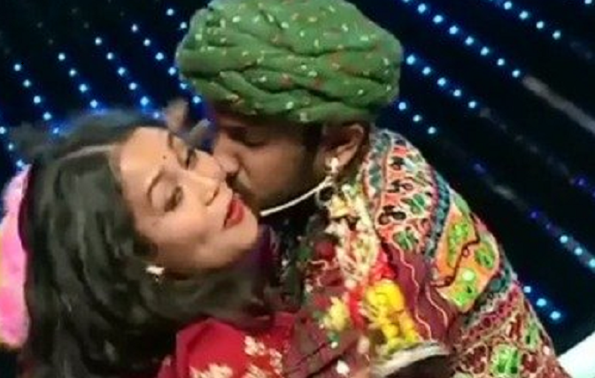 Neha Kakkar forcibly kissed by a contestant on Indian Idol 11