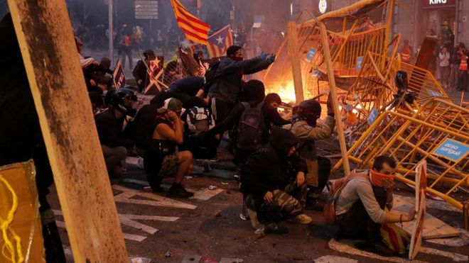 Catalonia protests: Marches and general strike paralyse Barcelona