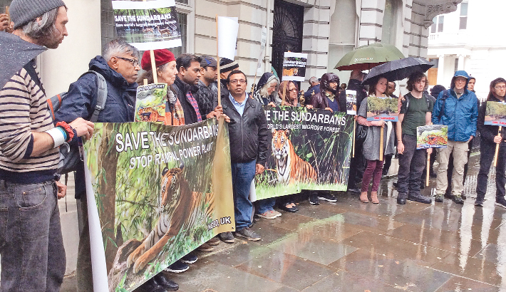 Protesters blocks Bangladesh High Commission in London