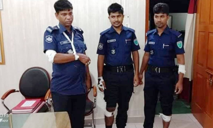 6 policemen injured in Sylhet anti-drug drive