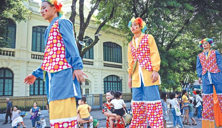 Perform during a street circus parade