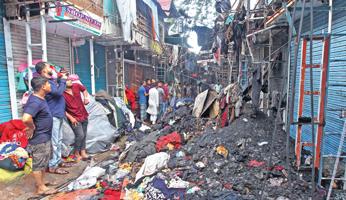 130 shops gutted by fire in Ctg