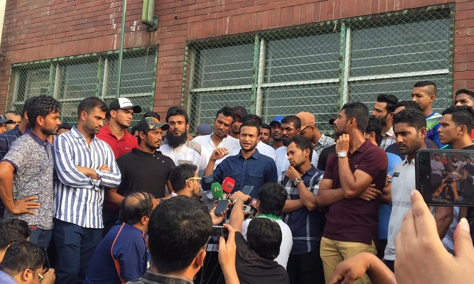 Bangladeshi cricketers go on first-ever strike